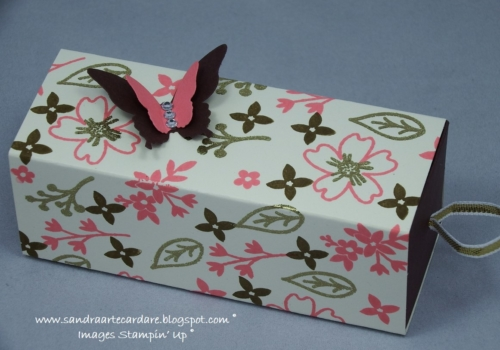 Ferrero-Rocher-Treat-Box-with-ribbon-pull